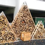 薪のオブジェ